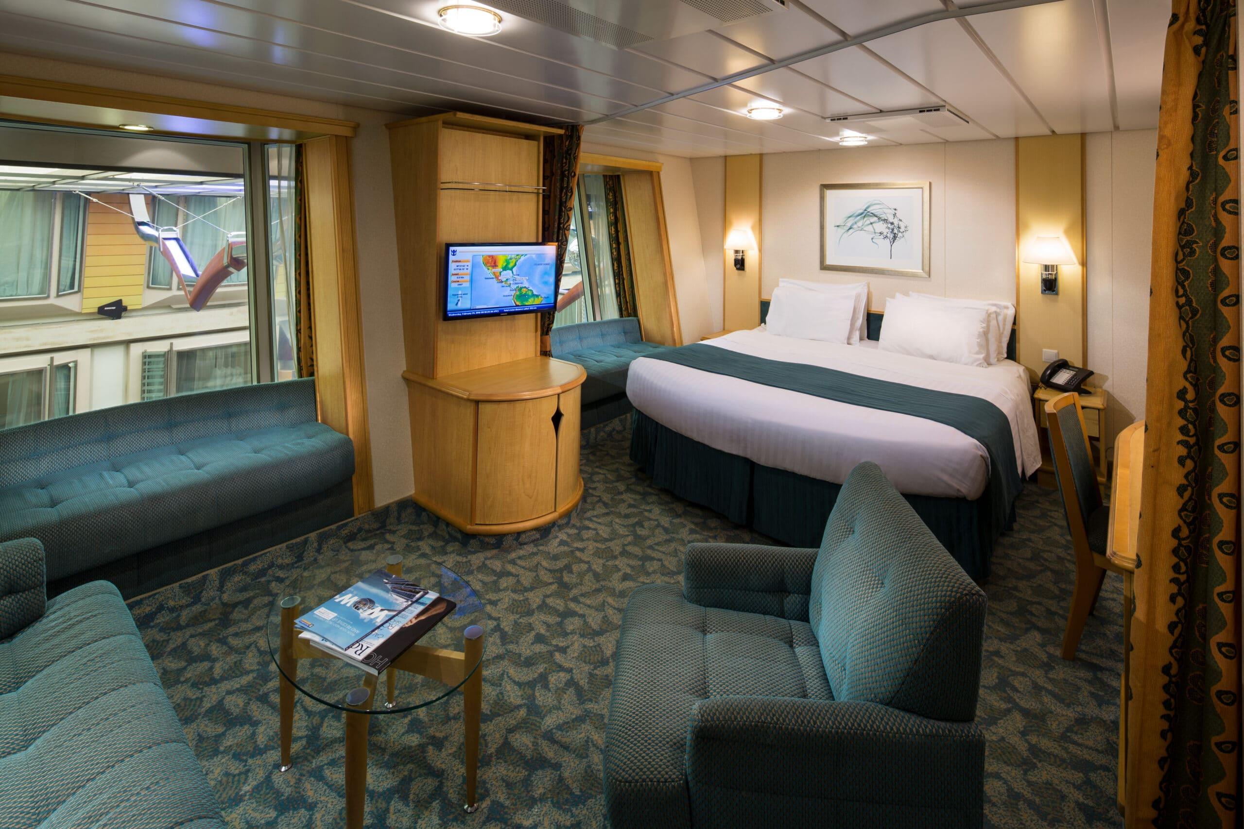 Royal-Caribbean-International-Freedom-of-the-Seas-Liberty-of-the Seas-Independence-of-the-seas-schip-cruiseschip-categorie 1Q-Ruime-promenade-binnenhut
