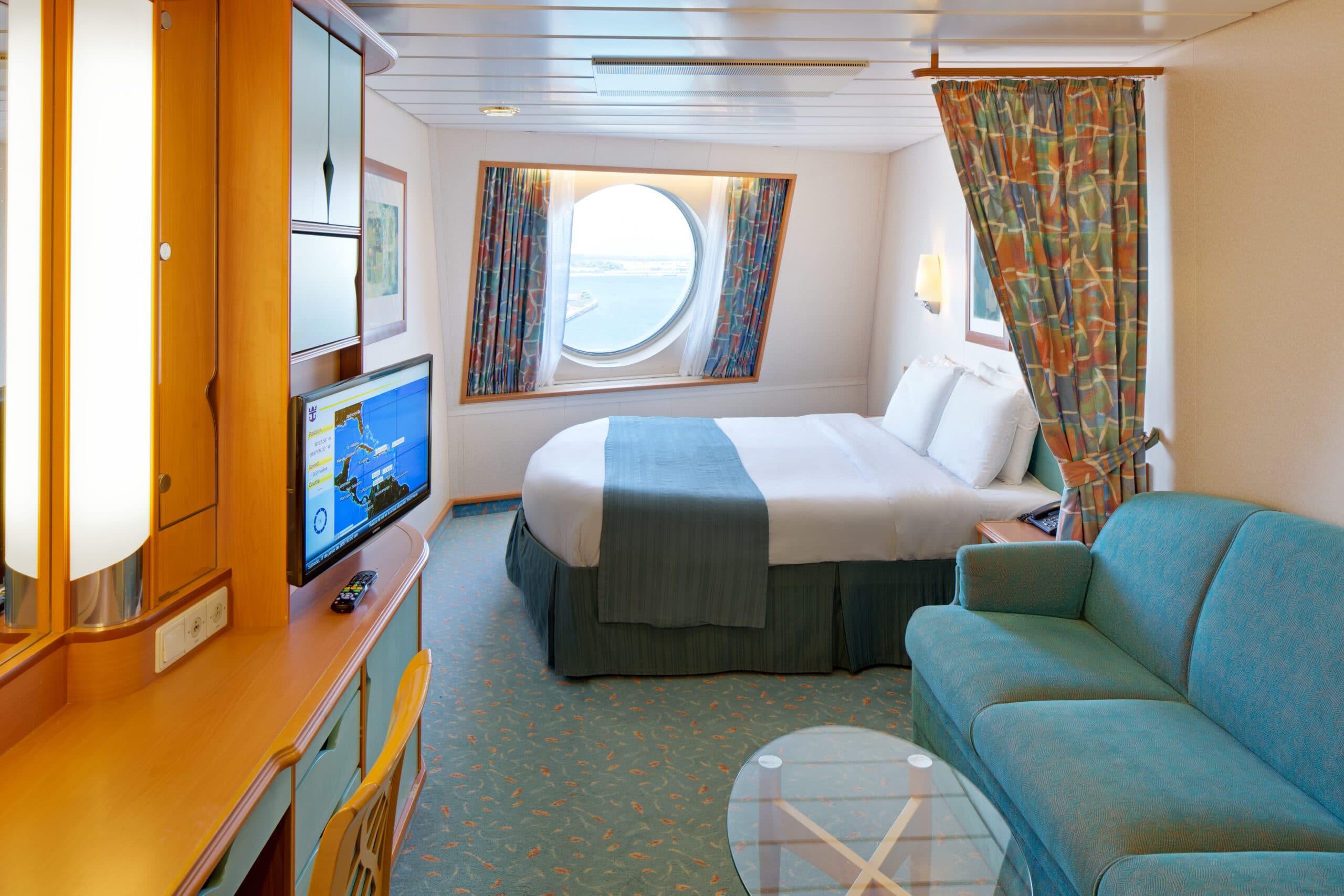 Royal-Caribbean-International-Adventure-of-the-Seas-schip-cruiseschip-categorie-1M-4M-ruime-buitenhut