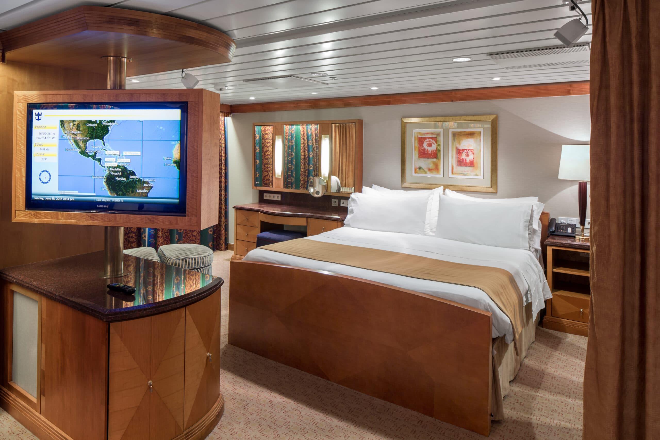 Royal-Caribbean-International-Adventure-of-the-Seas-schip-cruiseschip-categorie-OS-Owner-Suite