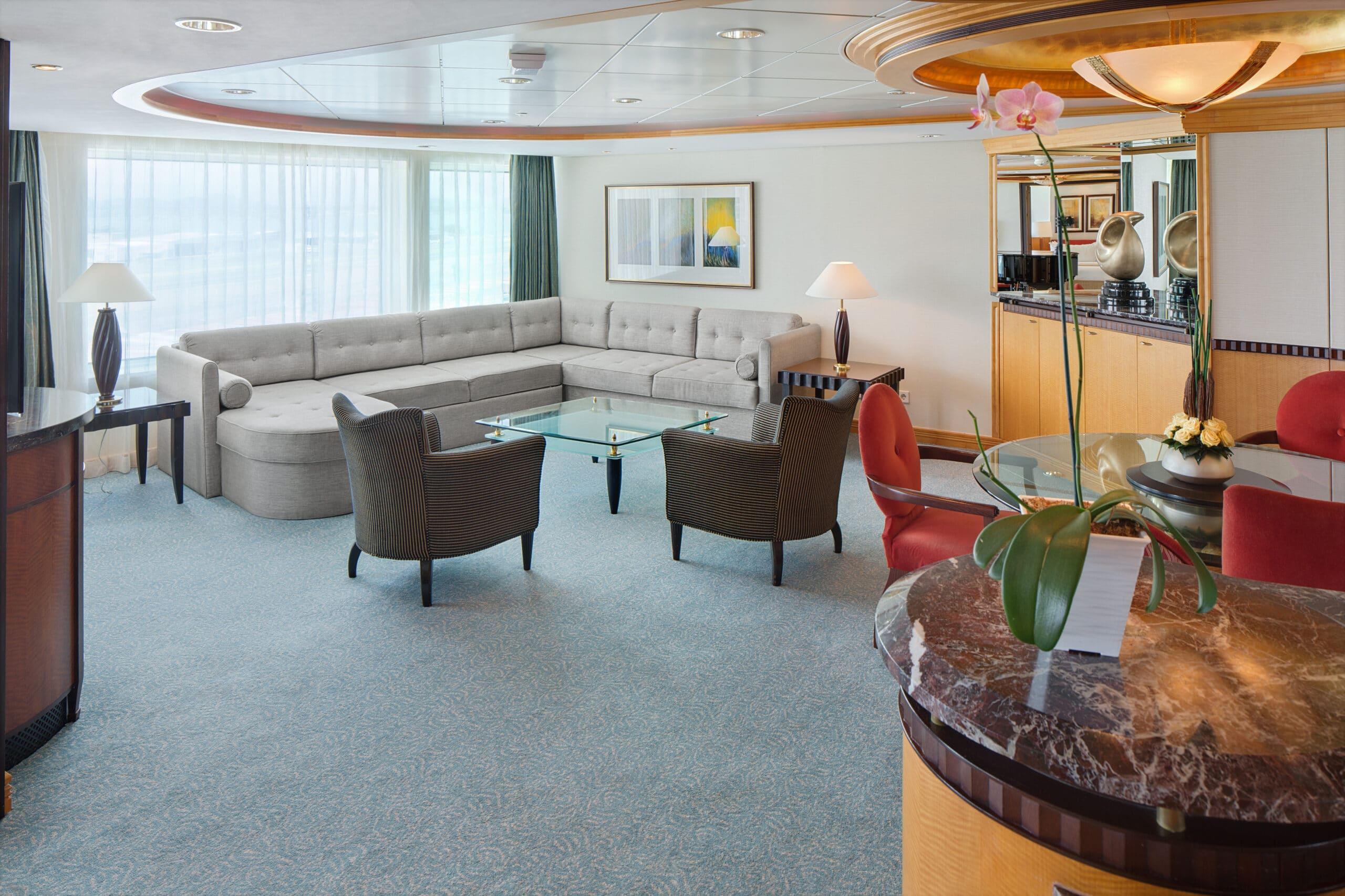 Royal-Caribbean-International-Adventure-of-the-Seas-schip-cruiseschip-categorie-RS-Royal-Suite