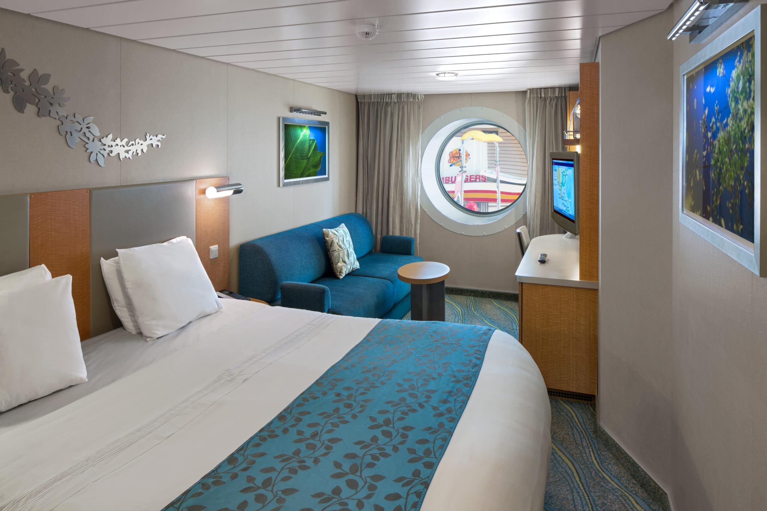 Royal-Caribbean-International-Allure-of-the-Seas-Oasis-of-the-seas-schip-cruiseschip-categorie-2T-binnenhut-met-promenade-zicht