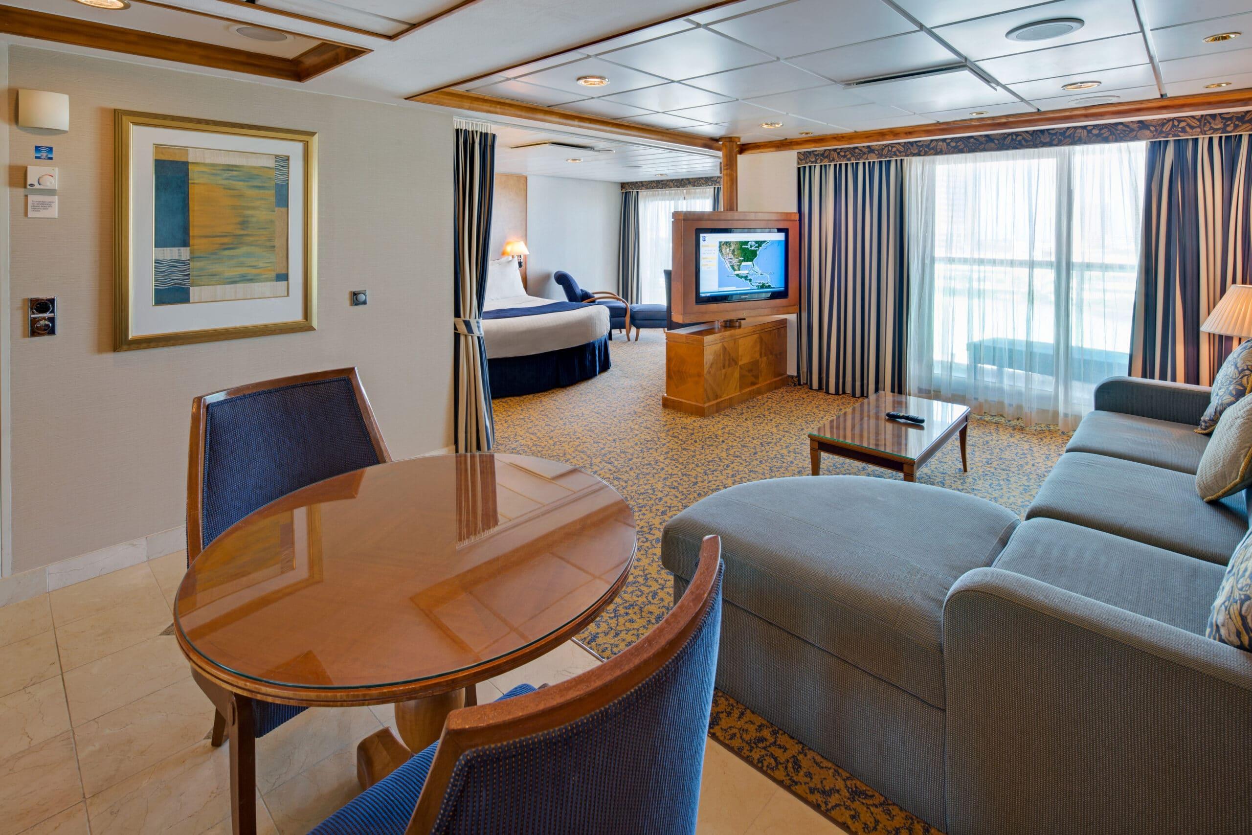 Royal-Caribbean-International-Brilliance-of-the-Seas-schip-cruiseschip-categorie-OS-Owner-Suite