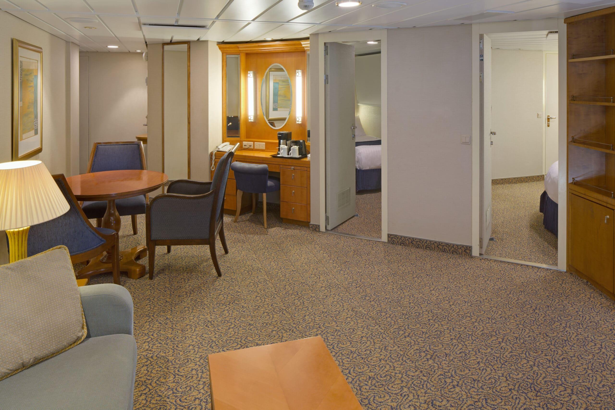 Royal-Caribbean-International-Brilliance-of-the-Seas-schip-cruiseschip-categorie-OT-Owner-Suite-2-bedroom