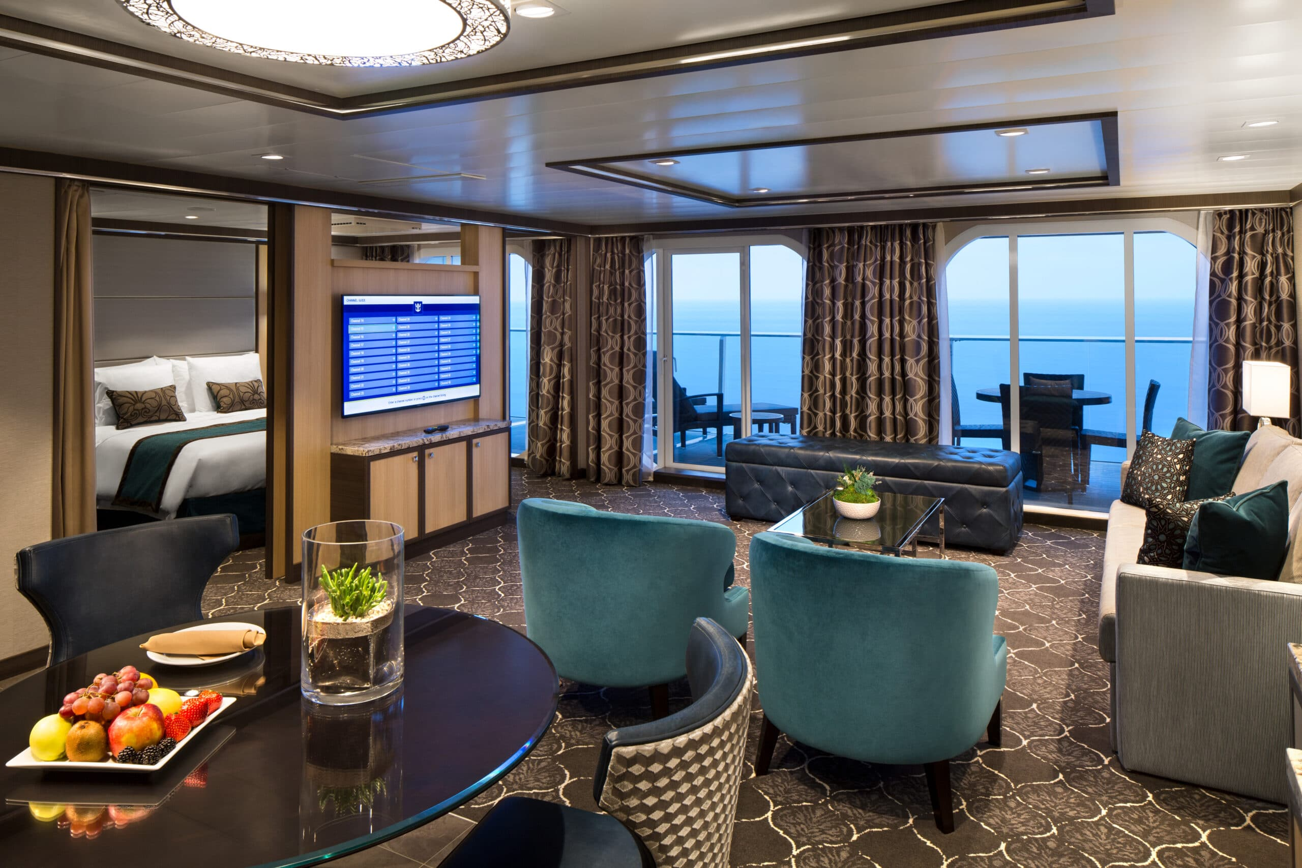 Royal-Caribbean-International-Harmony-of-the-Seas-Symphony-of-the-seas-schip-cruiseschip-categorie-OS-Owner-Suite