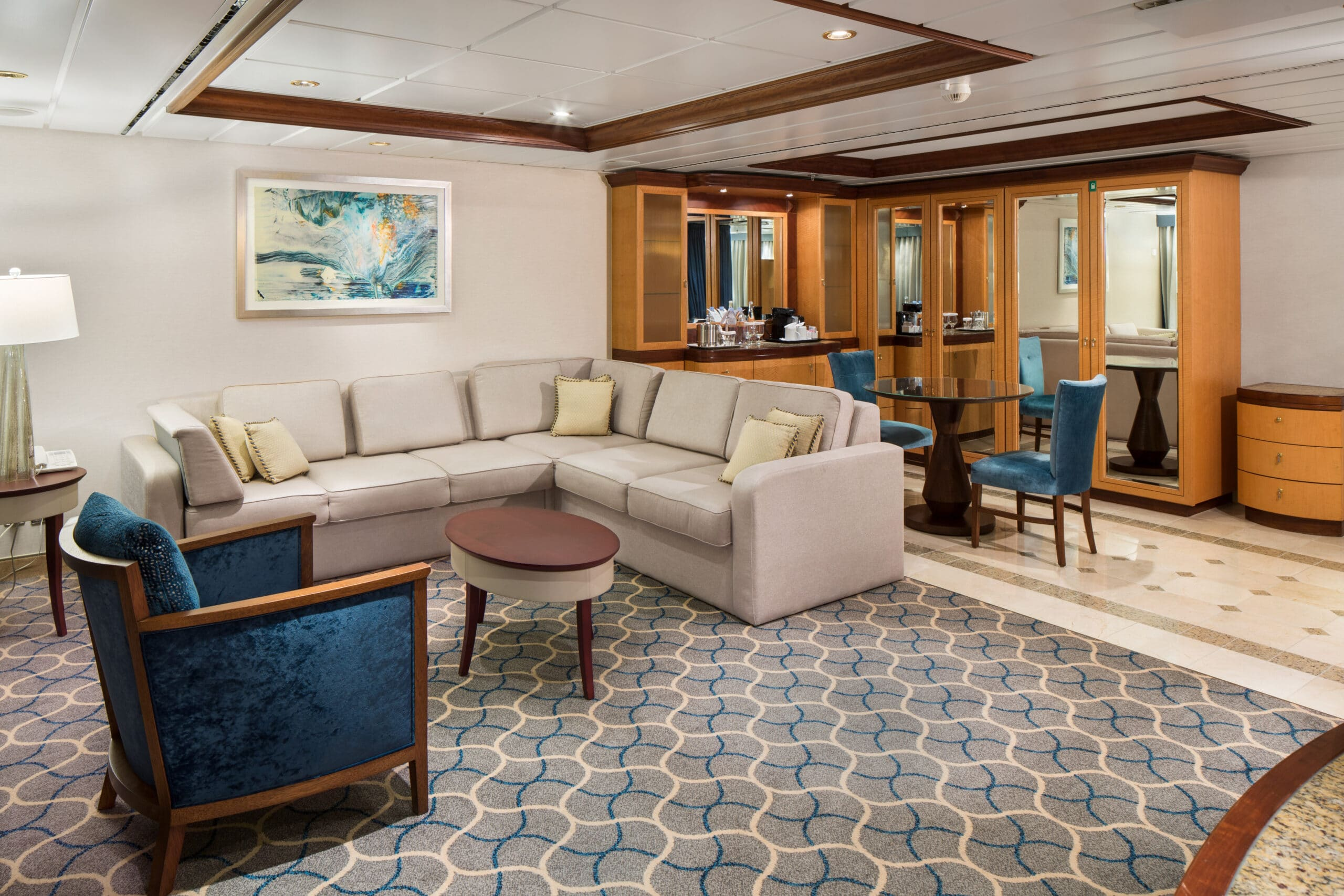 Royal-Caribbean-International-Jewel-of-the-Seas-schip-cruiseschip-categorie-OS-Owner-Suite