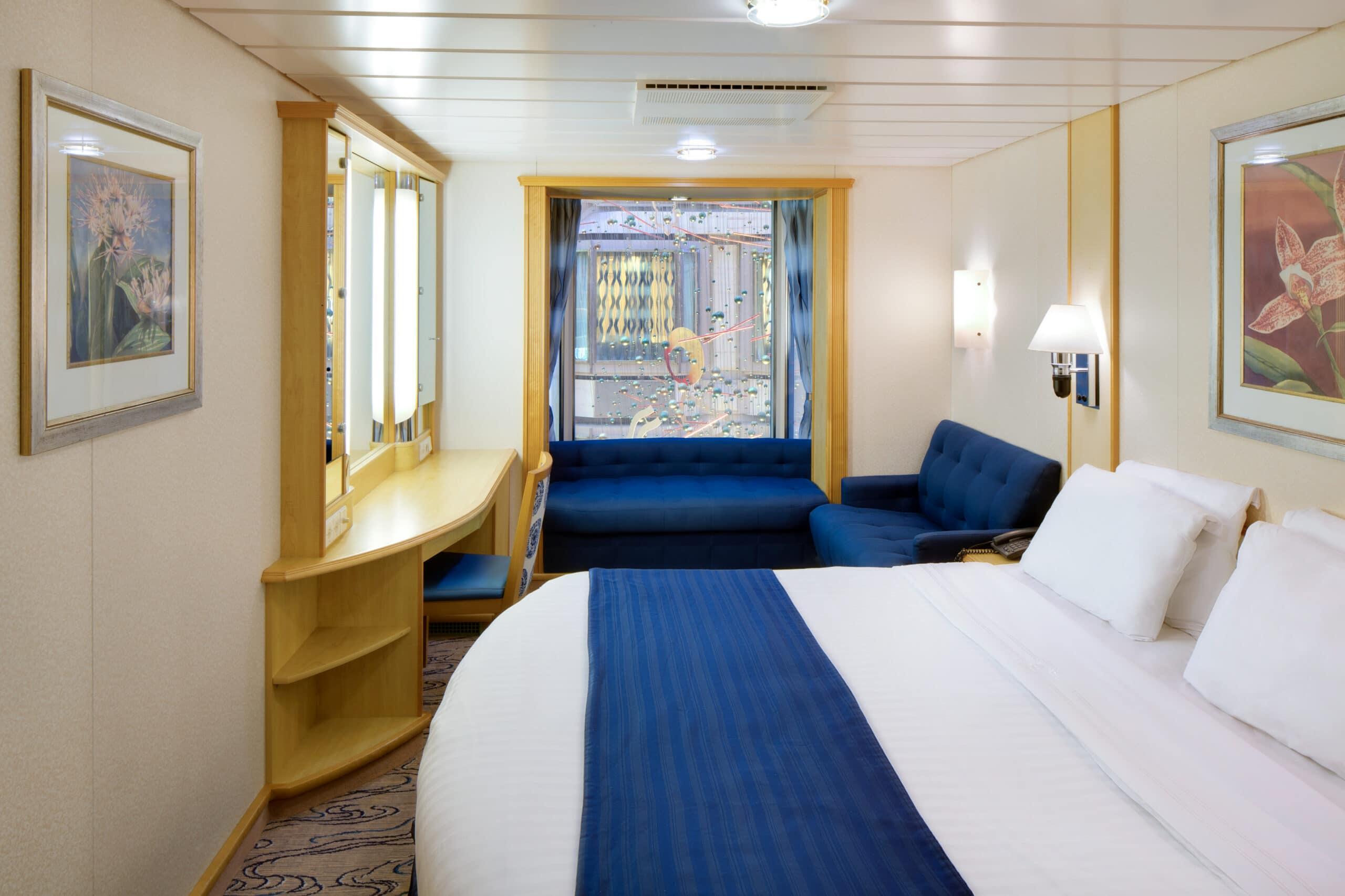 Royal-Caribbean-International-Navigator-Voyager-of-the-Seas-schip-cruiseschip-categorie-1T-promanade-binnenhut
