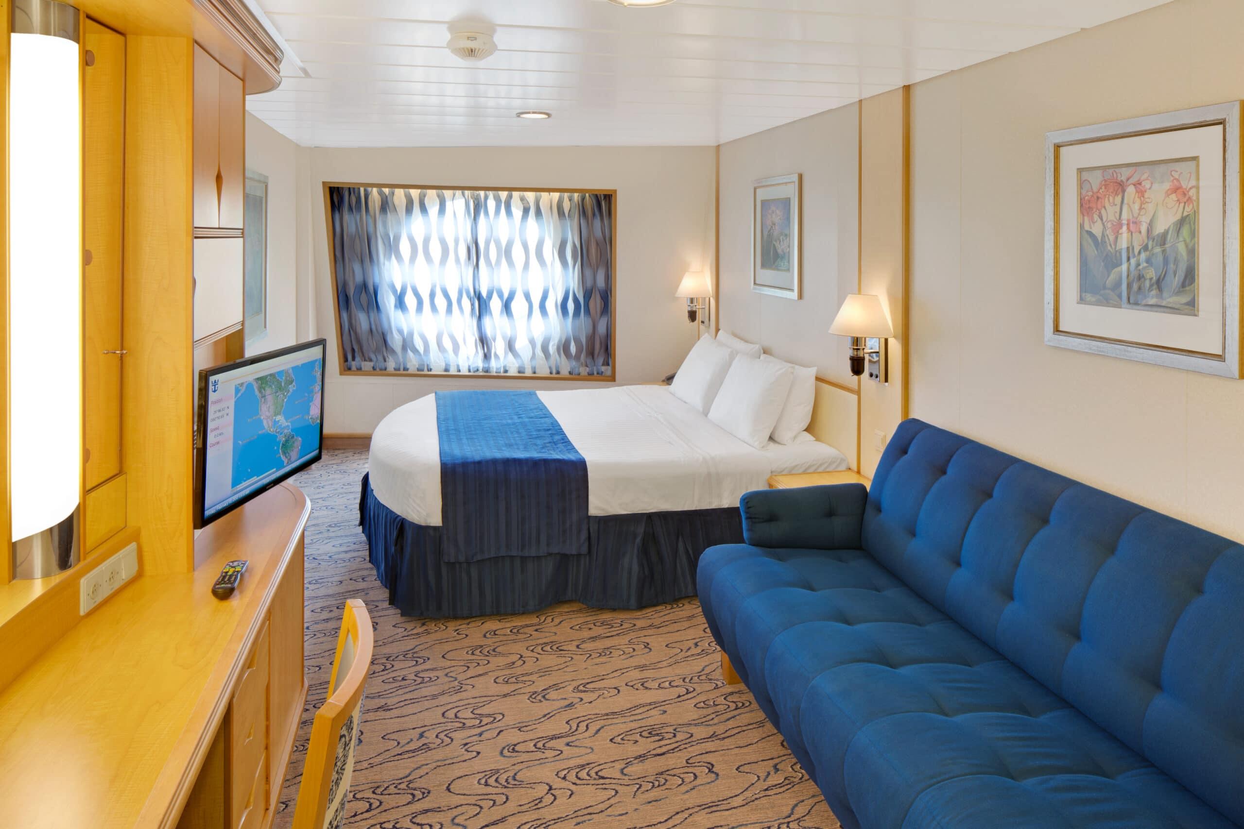 Royal-Caribbean-International-Navigator-of-the-Seas-Voyager-of-the-Seas-schip-cruiseschip-categorie-1M-4M-ruime-buitenhut