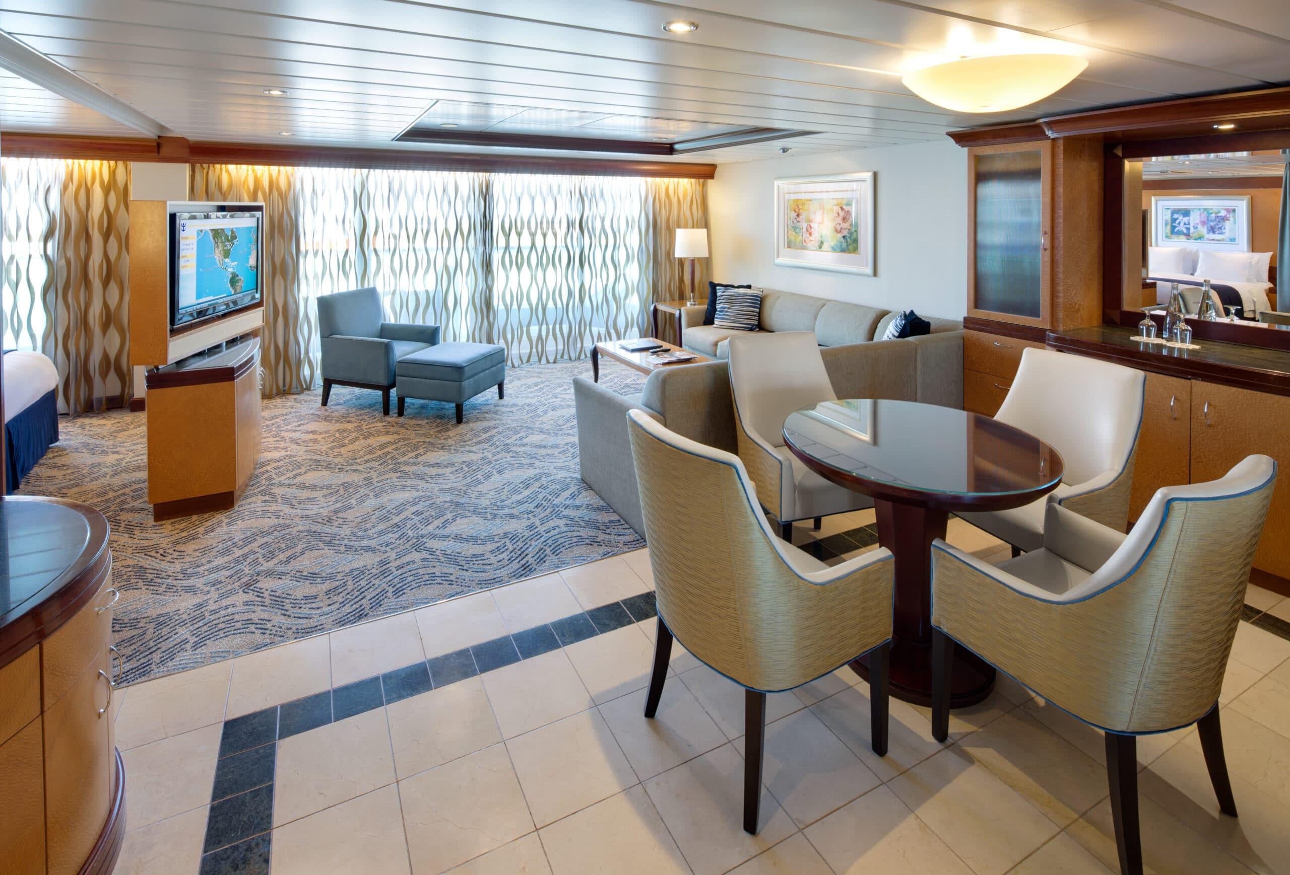 Royal-Caribbean-International-Navigator-of-the-Seas-Voyager-of-the-Seas-schip-cruiseschip-categorie-OS-Owner-Suite