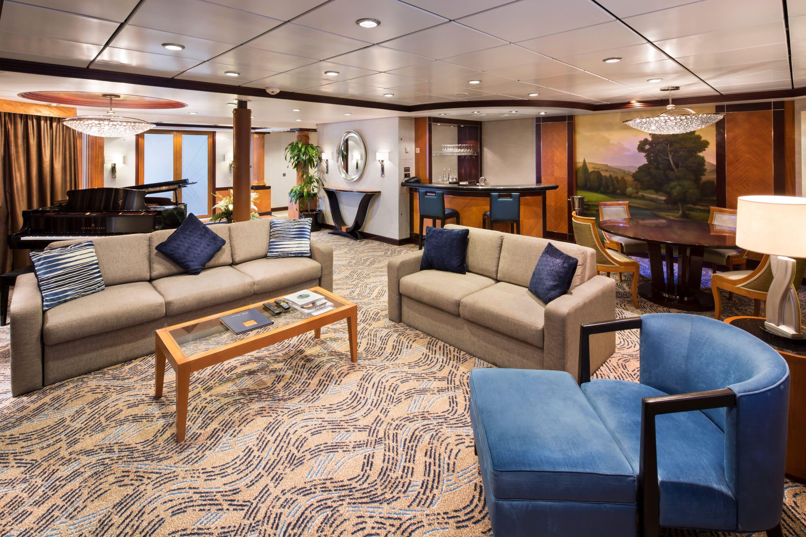Royal-Caribbean-International-Navigator-of-the-Seas-Voyager-of-the Seas-schip-cruiseschip-categorie RS-Royal Suite