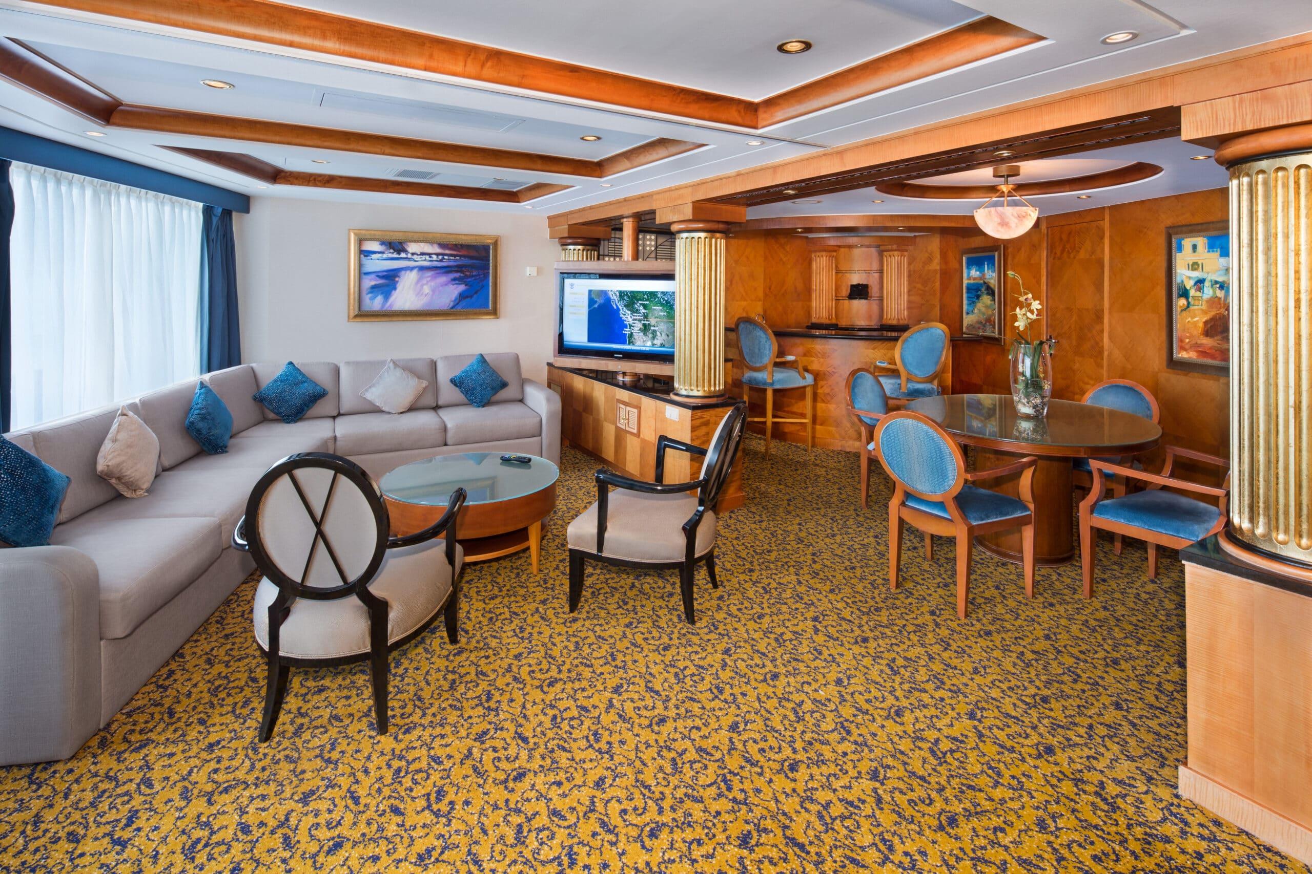 Royal-Caribbean-International-Radiance-of-the-Seas-schip-cruiseschip-categorie-RS-Royal-Suite