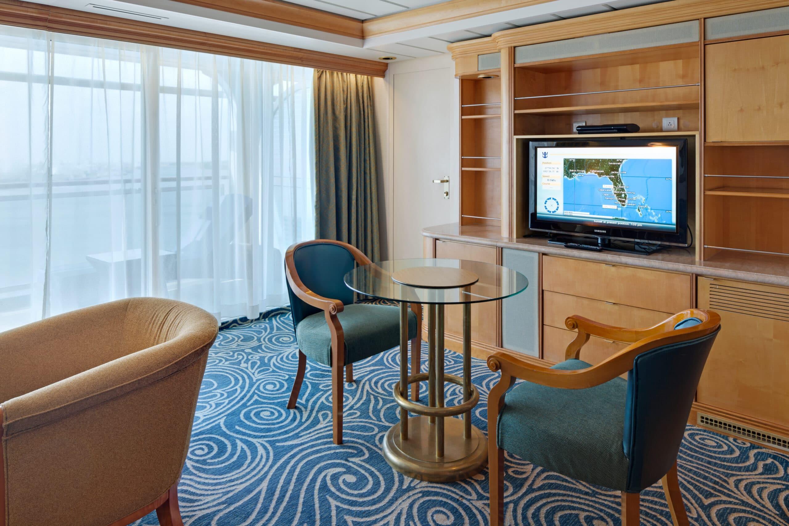 Royal-Caribbean-International-Rhapsody-of-the-Seas-schip-cruiseschip-categorie-OS-Owner-Suite