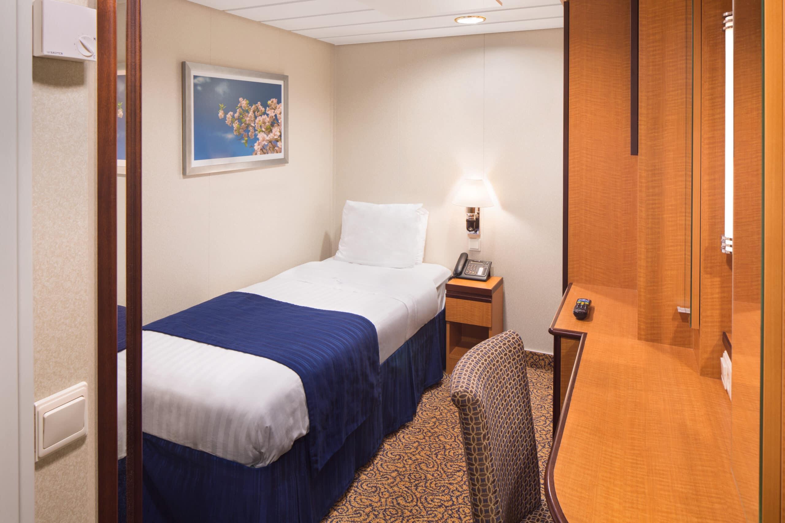 Royal-Caribbean-International-Serenade-of-the-Seas-schip-cruiseschip-categorie-2W-Studio-binnenhut
