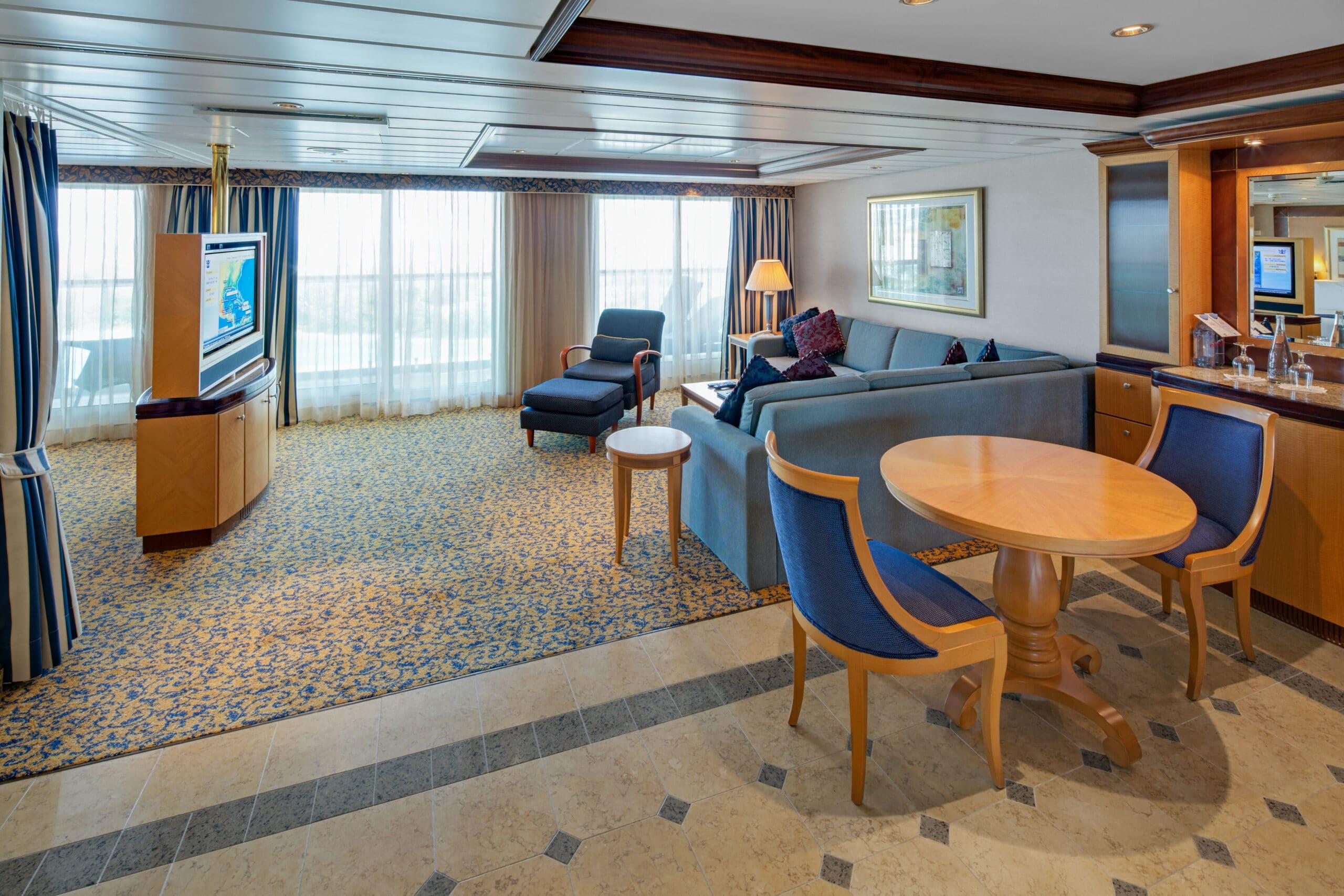 Royal-Caribbean-International-Serenade-of-the-Seas-schip-cruiseschip-categorie-OS-Owner-Suite