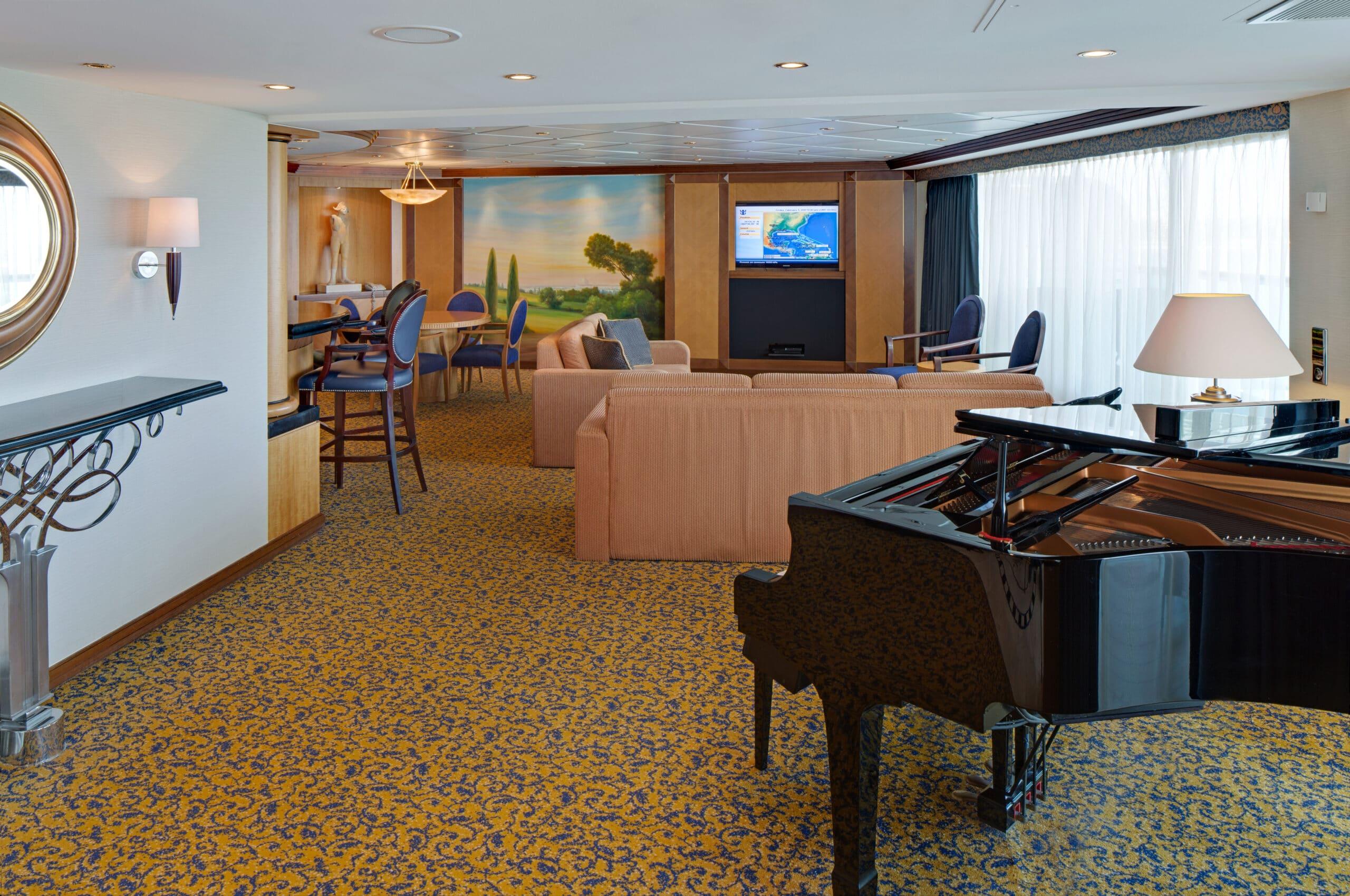Royal-Caribbean-International-Serenade-of-the-Seas-schip-cruiseschip-categorie-RS-Royal-Suite