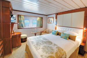 Paul-Gauguin-Cruises-ms-paul gauguin-schip-cruiseschip-categorie F- buitenhut-patrijspoort