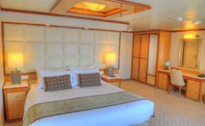 Princess-cruises-enchanted-sky-princess-schip-cruiseschip-categorie S5-S7-Premium Suite-Window Suite
