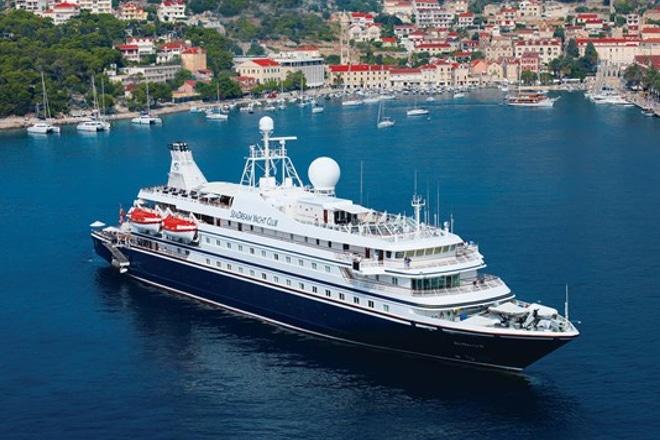 Seadream-Yacht-Club-Cruises-Schip-In-Haven