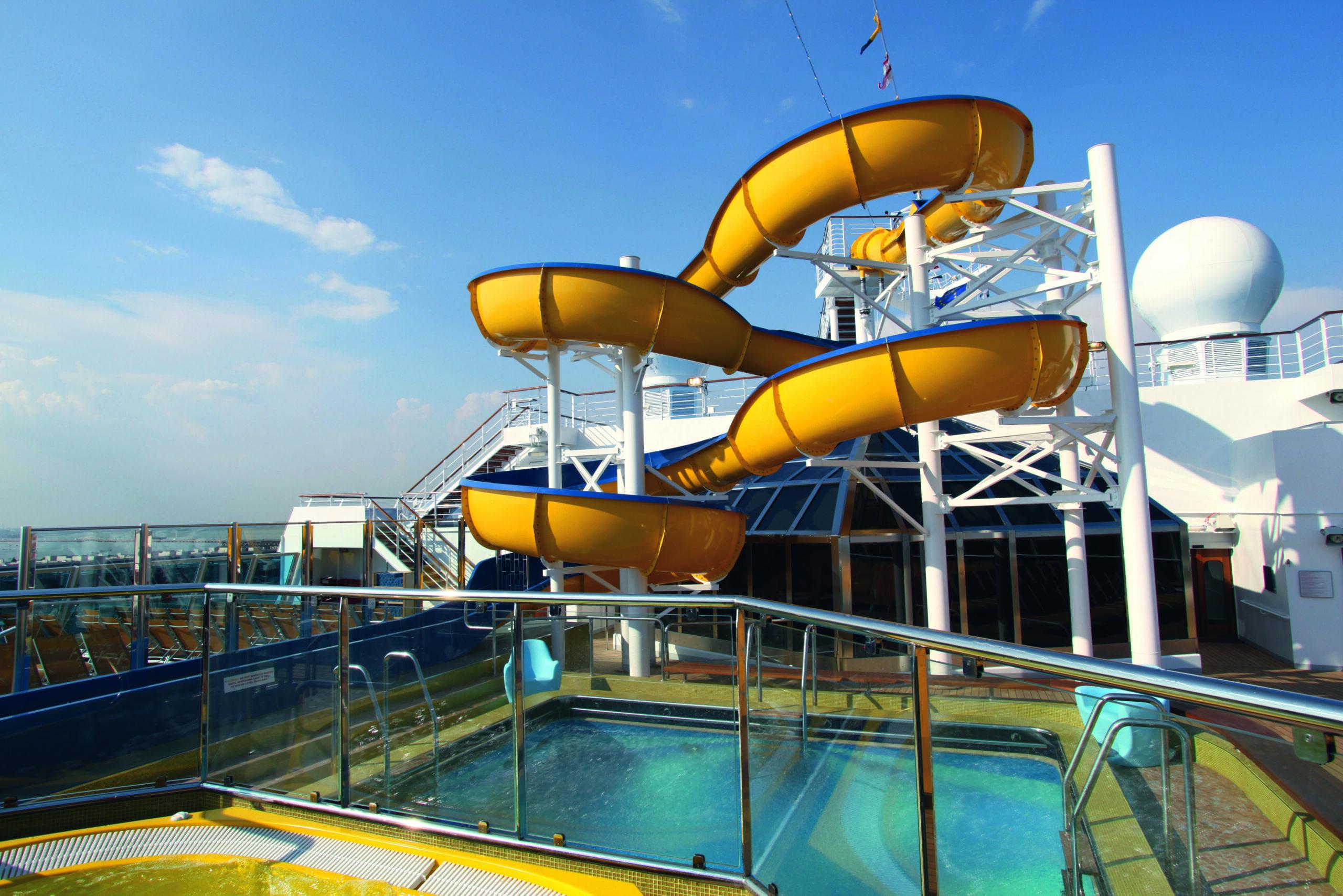 Cruiseschip-Costa Fascinosa-Costa Cruises-Glijbaan