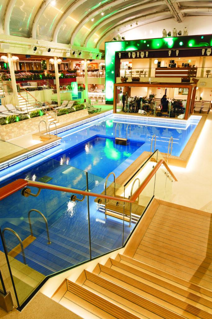 Cruiseschip-Costa Smeralda-Costa Cruises-Zwembad
