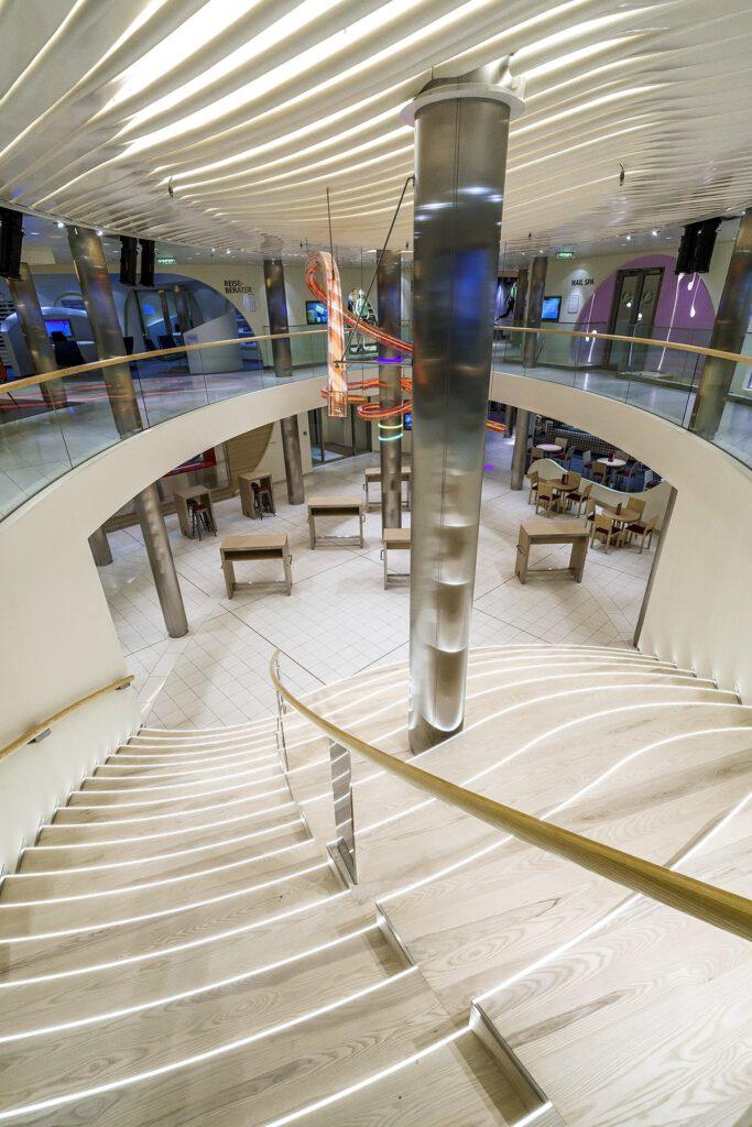 Cruiseschip-AIDAprima-AIDA-Plaza