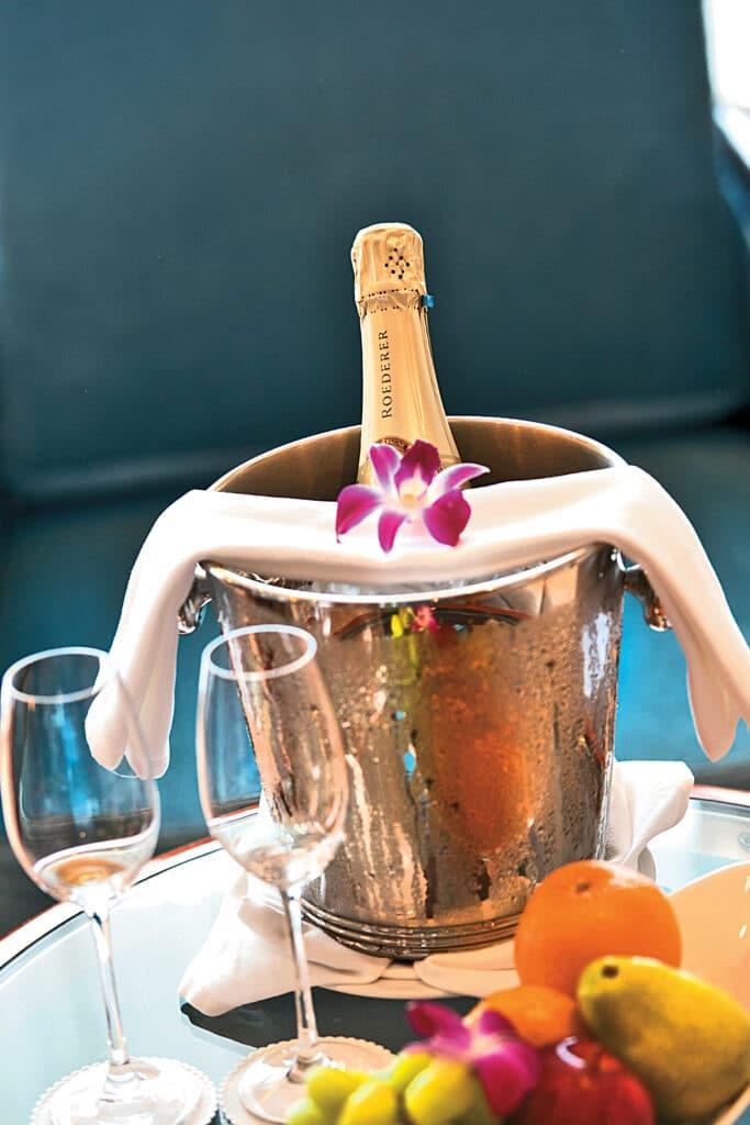 Paul Gauguin Fles Champagne Cruise Cruiseschip