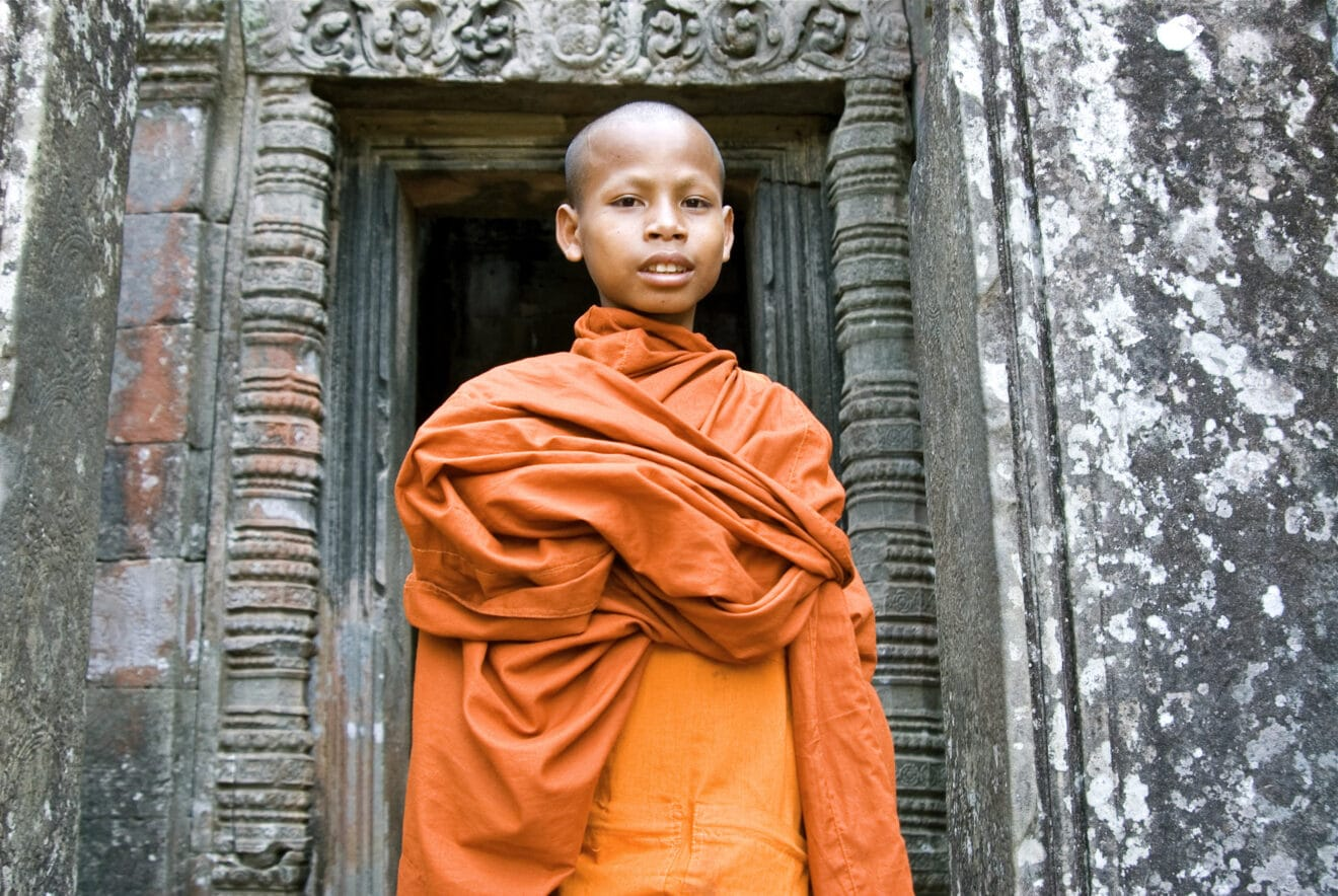 Cambodge-Mekong-Temples-dAngkor-Bayon-bonze©Gregory-Gerault-Rivier-Cruise-CroisiEurope