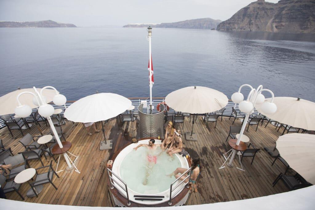 Cruiseschip-Celestyal Crystal-Celestyal-Jacuzzi Achterdeck