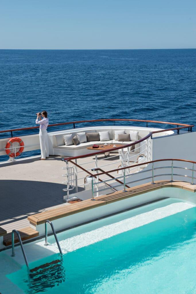 Cruiseschip-Le Bougainville-Ponant Yacht Cruises-Zwembad Deck