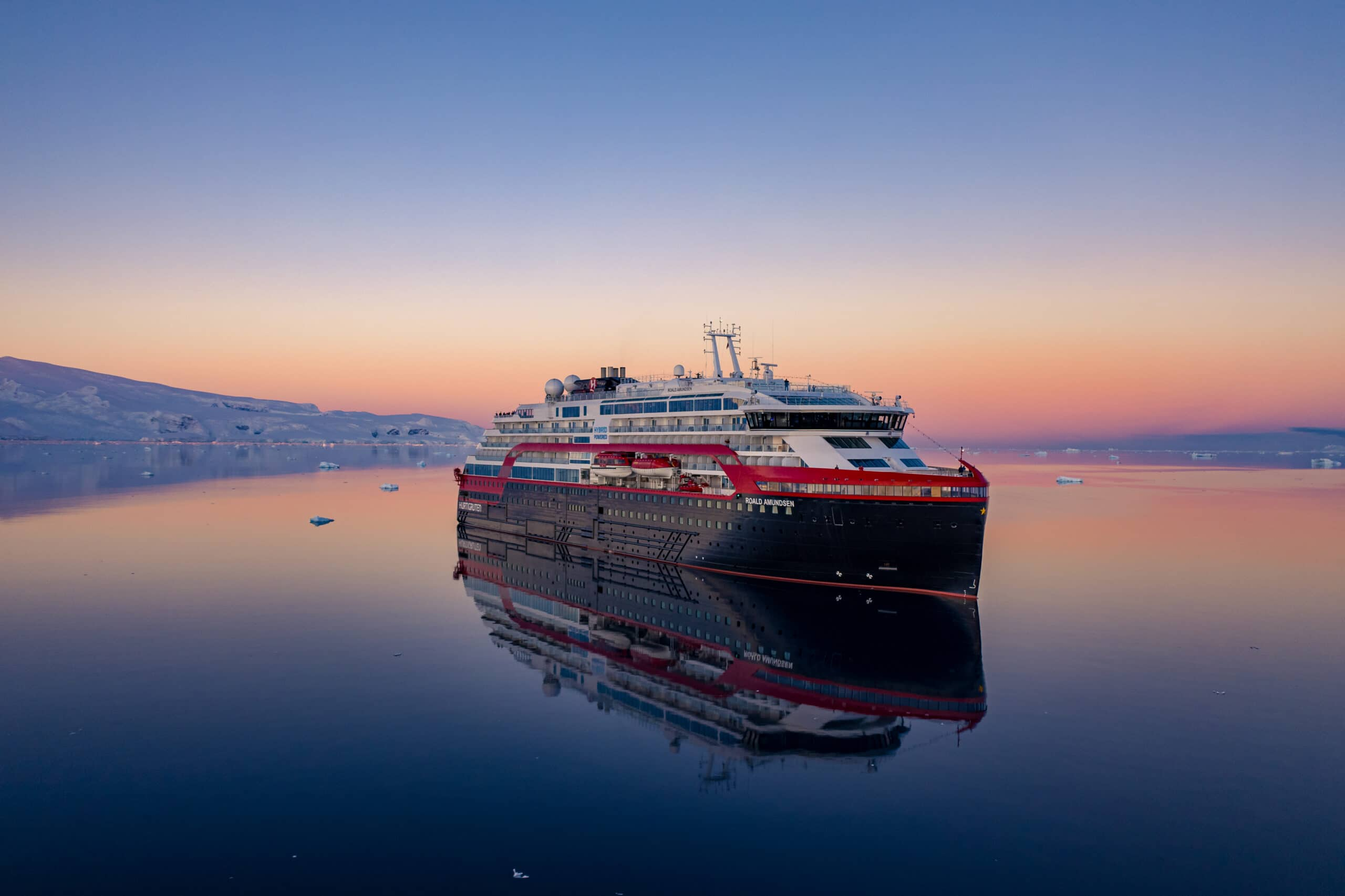 Hurtigruten-MS-Roald-Amundsen-Antarktis-zonsondergang