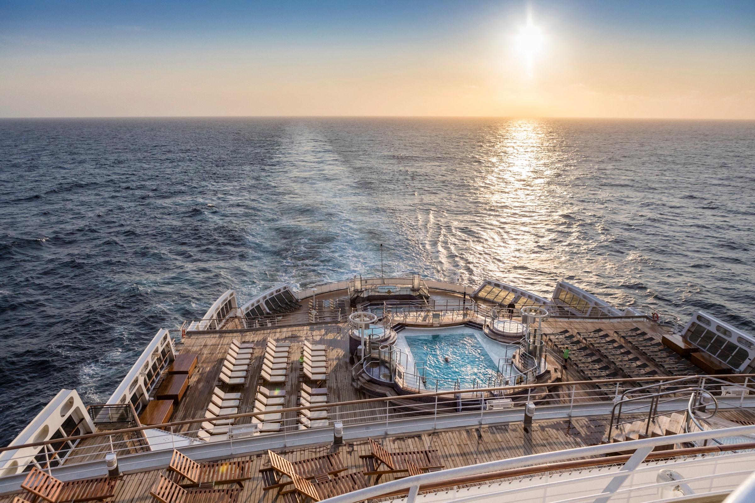 Cruiseschip-Queen Mary 2-Cunard-Pool Achterdeck