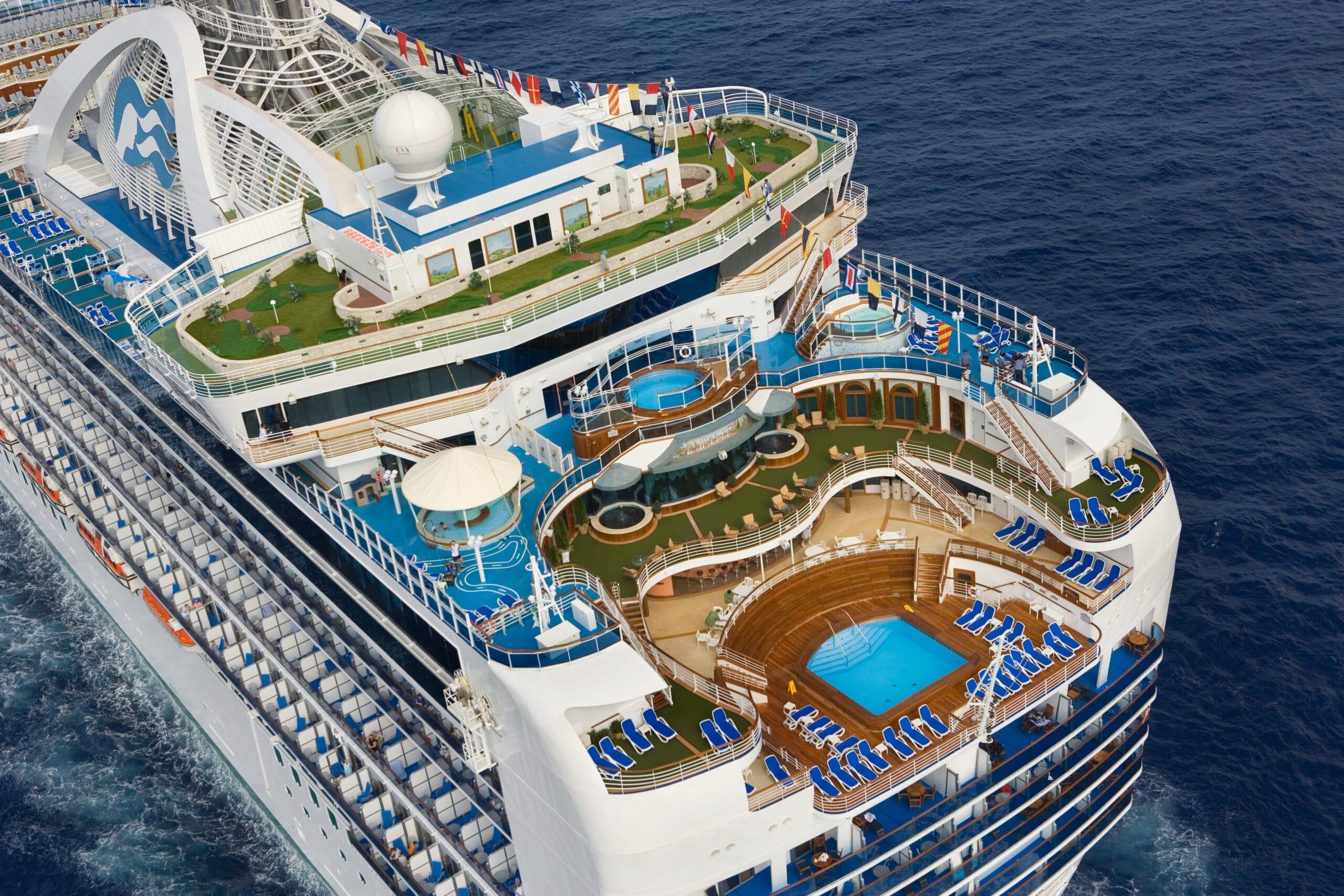 Cruiseschip-Crown Princess-Princess Cruises-Zwembad Achterdeck