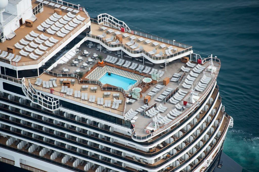 cruiseschip - Holland America Line - Koningsdam - zwembad achterdeck
