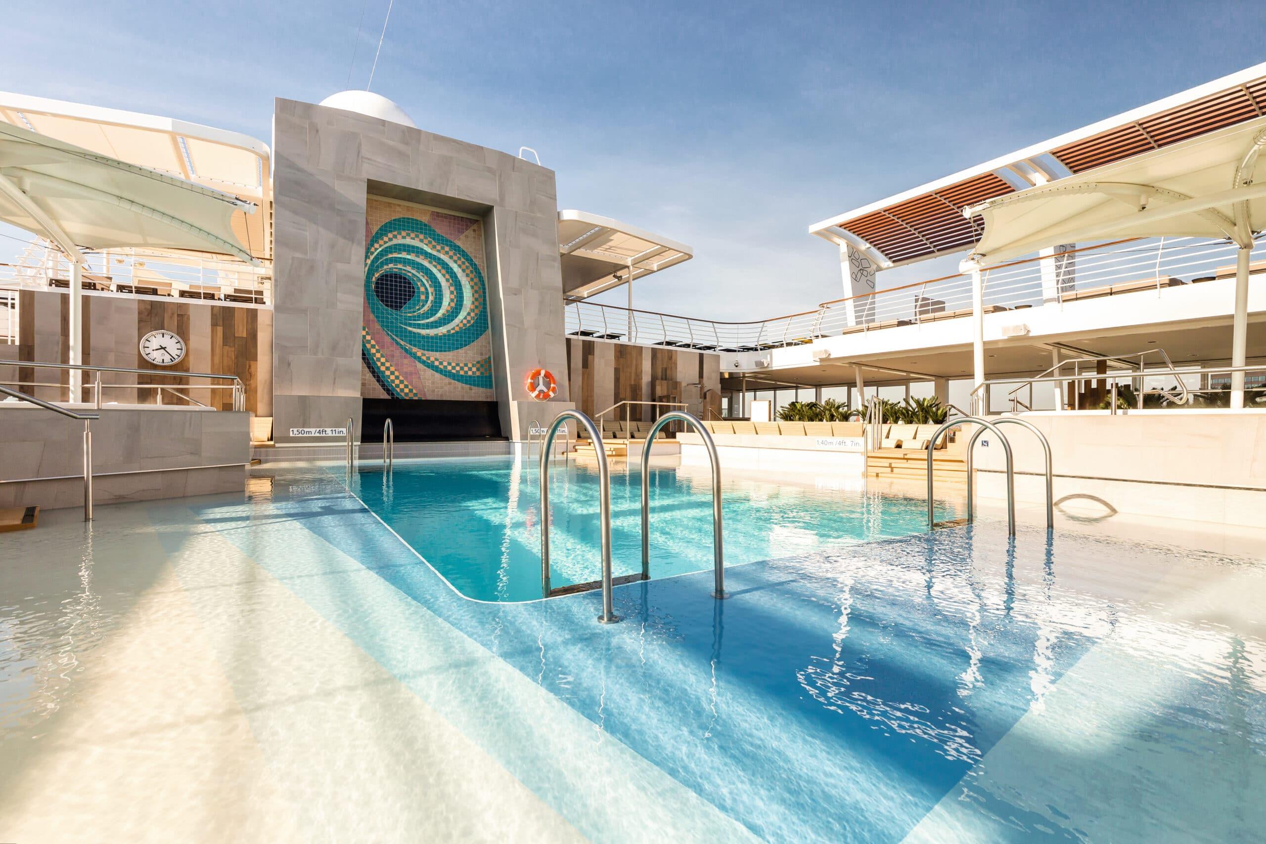 Cruiseschip-Mein Schiff 6-TUI Cruises-Zwembad