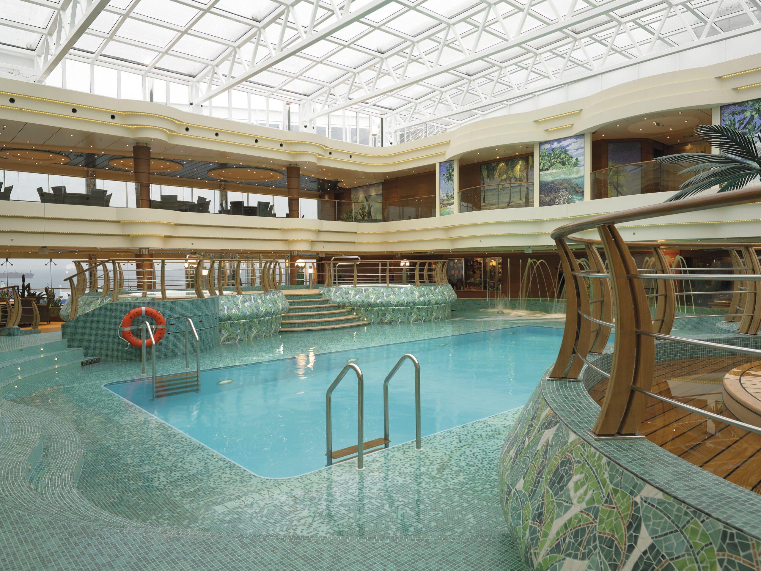 Cruiseschip-MSC Fantasia-MSC Cruises-Zwembad