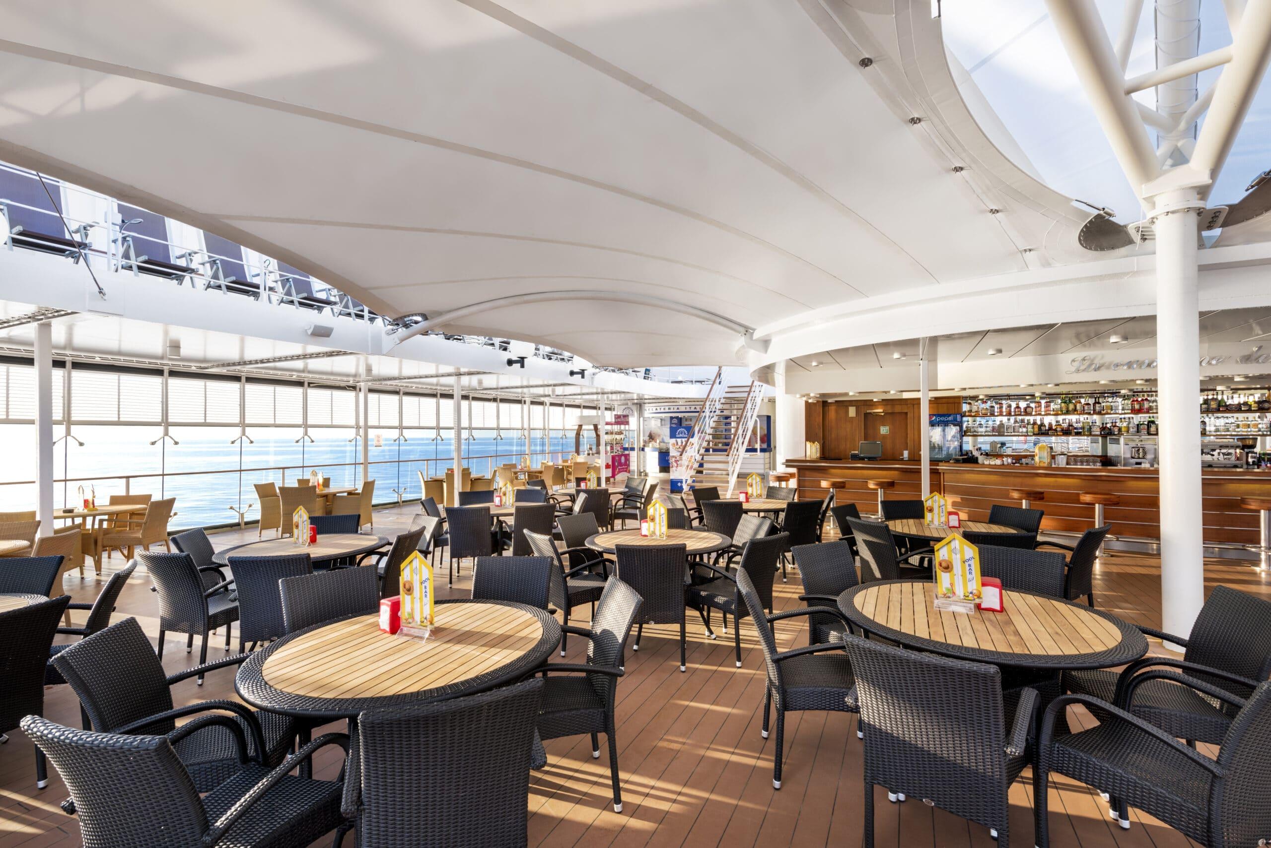 Cruiseschip-MSC Lirica-MSC Cruises-Bar Deck