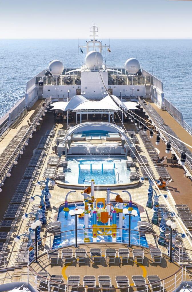 Cruiseschip-MSC Lirica-MSC Cruises-Zwembad Deck