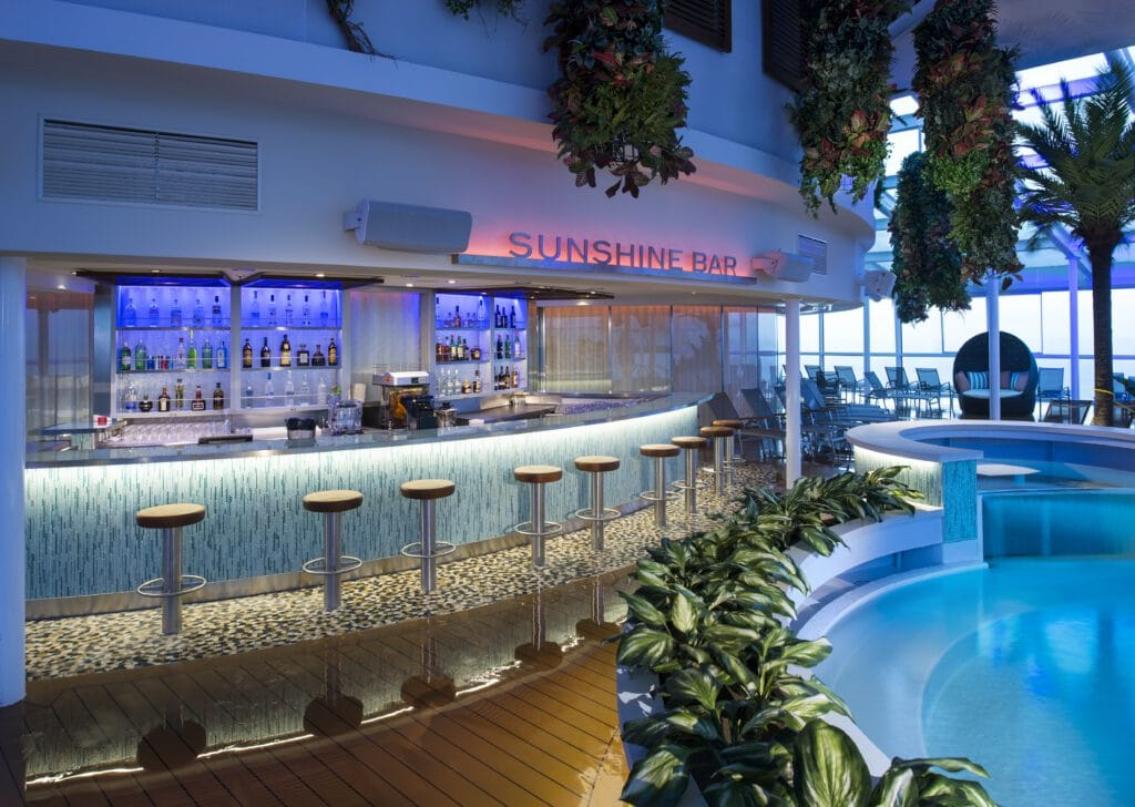 Cruiseschip-Odyssey of the Seas-Ovation of the Seas-Quantum of the Seas-Spectrum of the Seas-Royal Caribbean International-Sunshine Bar