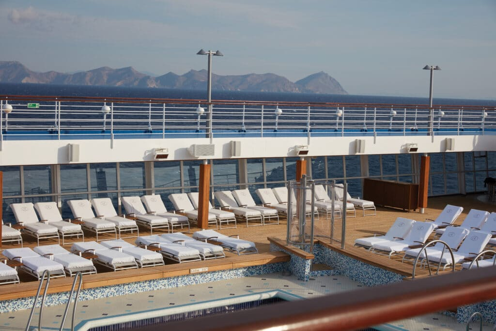 Cruiseschip-Seven Seas Voyager-Regent Seven Seas Cruises-Pool Deck