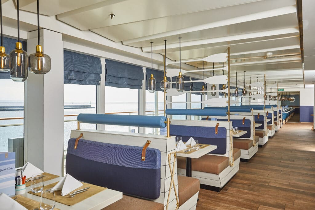 Cruiseschip-MS Europa 2 -Hapag Lloyd Cruises-YachtClub