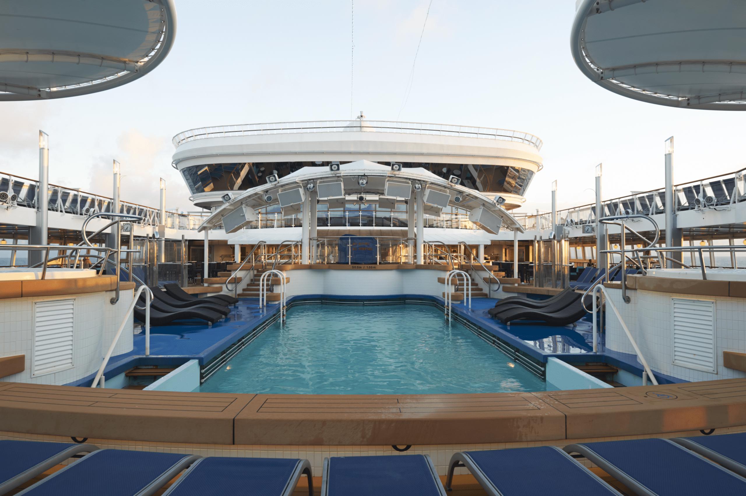 Cruiseschip-Norwegian Dawn-Norwegian Cruise Line-Zwembad