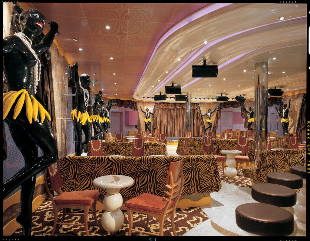 Cruiseschip-Carnival Valor-Carnival-Bar