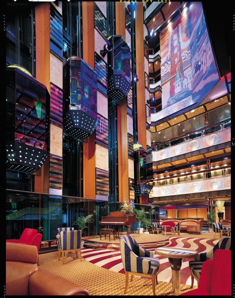 Cruisetravel-Carnival Valor-Carnival-Atrium