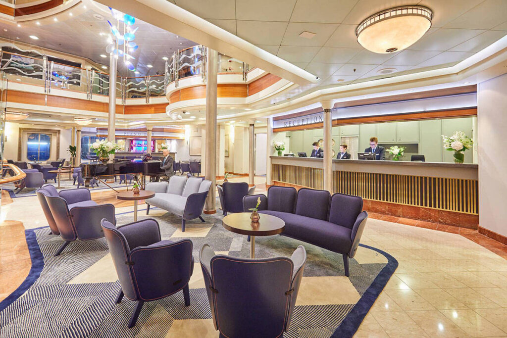 Cruiseschip-MS Europa-Hapag Lloyd-Atrium