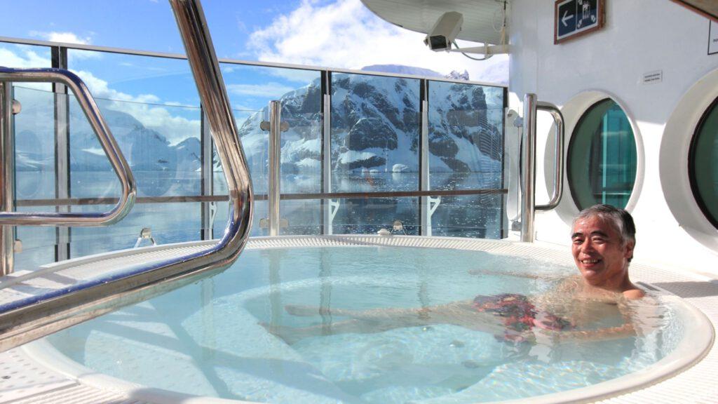 Cruiseschip-Hurtigruten-MS Fram-Schip-Jacuzzi