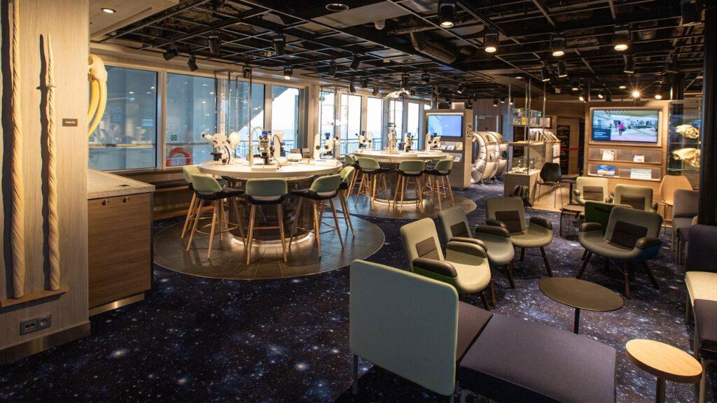Cruiseschip-Hurtigruten-MS Fridtjof Nansen-schip-Lounge