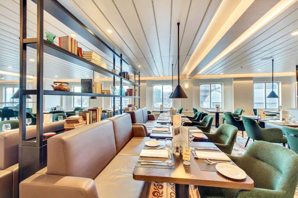Cruiseschip-Hurtigruten-MS Kong Harald-Schip-Restaurant