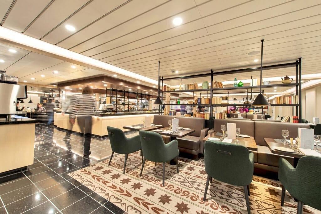 Cruiseschip-Hurtigruten-MS Kong Harald-Schip-Restaurant4