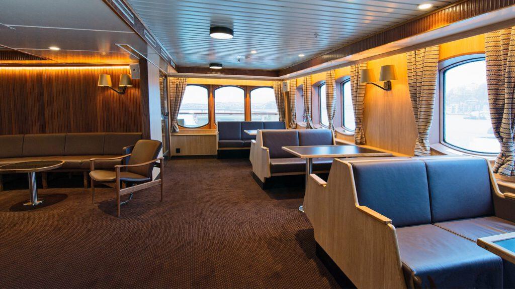 Cruiseschip-Hurtigruten-MS Lofoten-schip-Bar Seating area