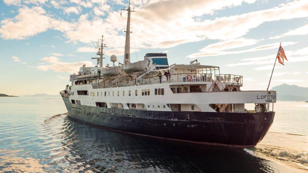 Cruiseschip-Hurtigruten-MS Lofoten-schip-Schip1