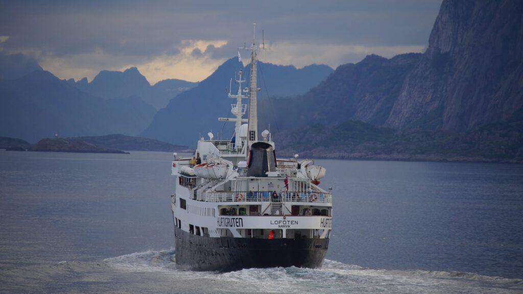 Cruiseschip-Hurtigruten-MS Lofoten-schip-Schip2